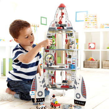 Hape-discovery-space-center-lifestyle2